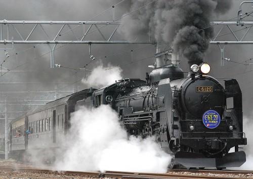 疾走するC61形蒸気機関車20号機