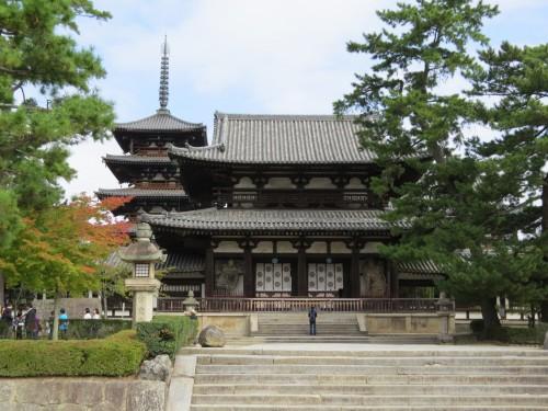 法隆寺中門、奥に五重塔が見える