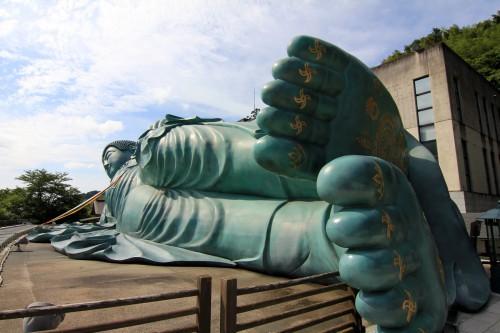 どこかの巨大な涅槃仏