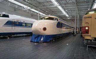 リニア・鉄道館に展示されている100系新幹線、0系新幹線、特急しなのの写真